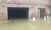 В результате проливных дождей в Стрельне затопило элитный паркинг
