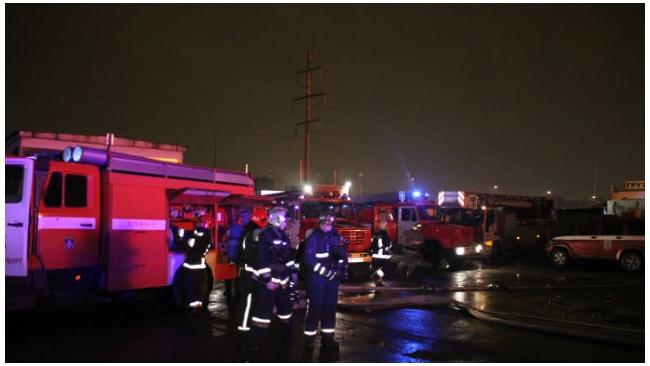 В Купчино на Софийской,62 А, сгорело 700 кв. м. складских площадей