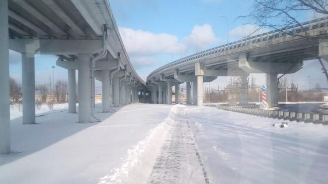 Во вторник улицы Петербурга убирают 950 единиц техники