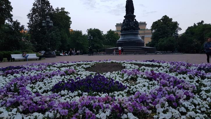 В Петербурге сады и парки открылись после шторма