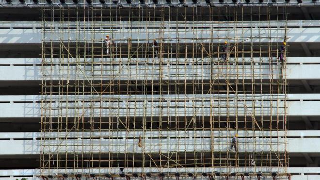 Штукатур разбился при падении со строящейся девятиэтажки в Адмиралтейском районе
