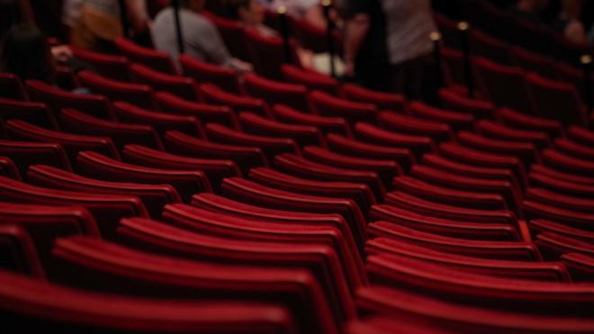 В Петербурге отменили шахматную рассадку зрителей в театрах