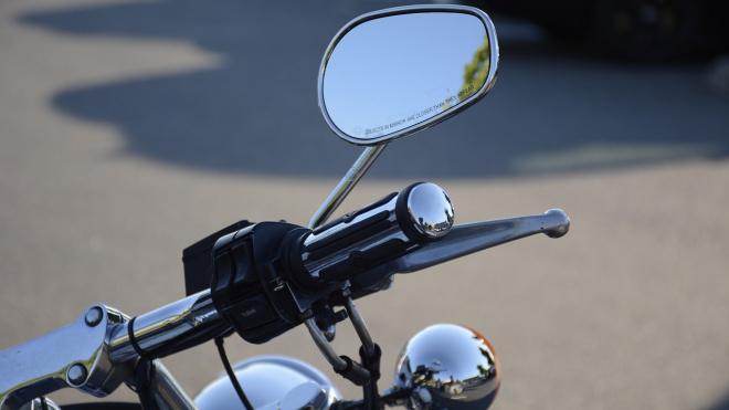 Мотоциклист врезался в трамвай на проспекте Науки