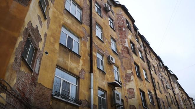 На Урале на ребенка обрушился потолок в своей квартире