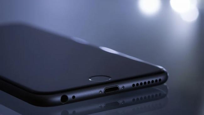 Производителя смартфонов пожаловались на проблемы с документами для ФСБ
