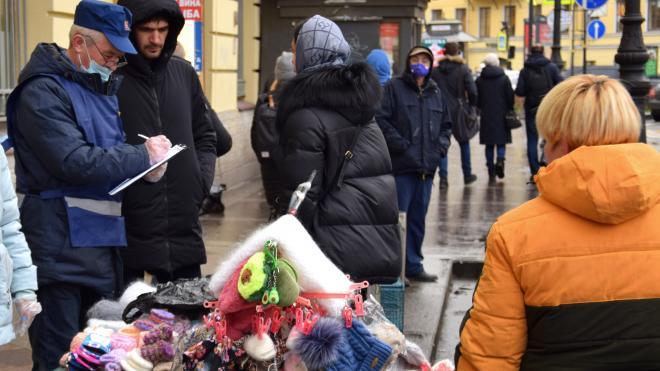 Посетителей Кузнечного рынка оштрафовали за отсутствие масок