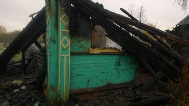 В Ленобласти семейная пара сгорела заживо