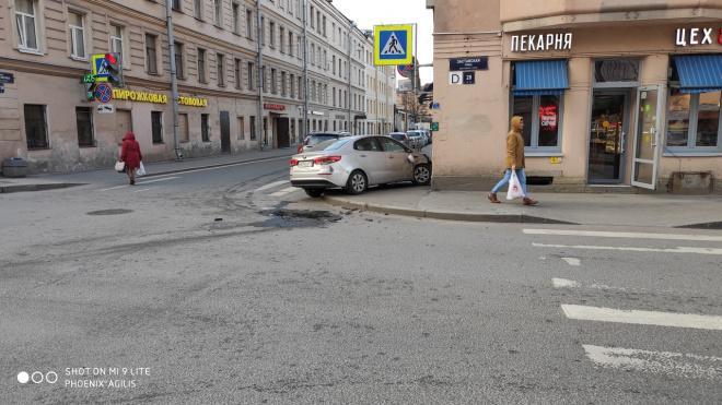 На Заставской улице иномарка врезалась в пекарню