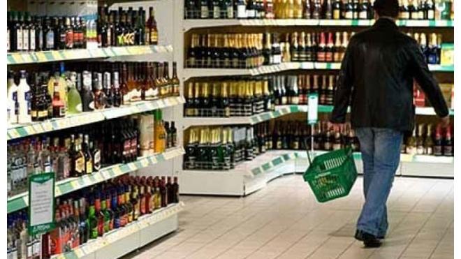 """Петербургский студент попался на краже из """"Окея"""" дорогих виски и рома"""