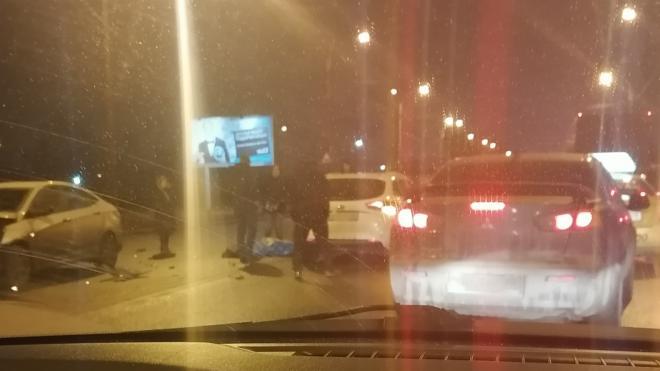 Два петербуржца подрались на Краснопутиловской улице