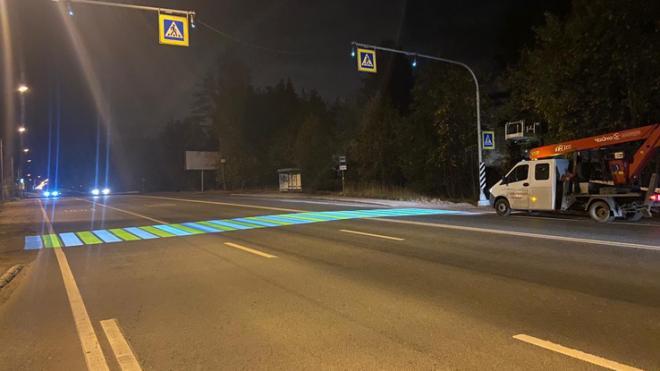 """В Ленобласти установили первый """"светящийся"""" пешеходный переход"""
