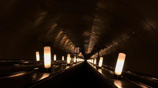 Упавшая на рельсы тележка остановила движение поездов на оранжевой ветке метро
