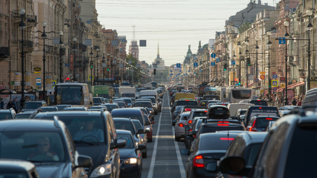 На Невском проспекте за тонировку стекл остановлены 30 водителей