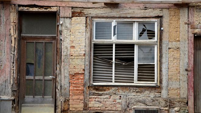 Бездомный нашел труп женщины в заброшенном доме на Бабушкина