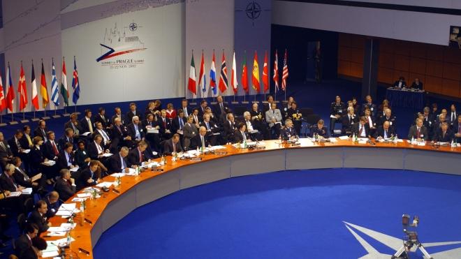 Лавров посоветовал НАТО приглашать Россию на переговоры и не выпускать генсека к СМИ