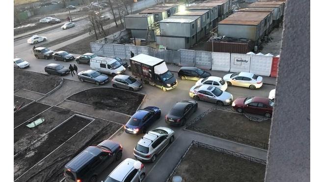 """Жильцы ЖК """"Зима-Лето"""" заставили застройщика открыть второй съезд"""