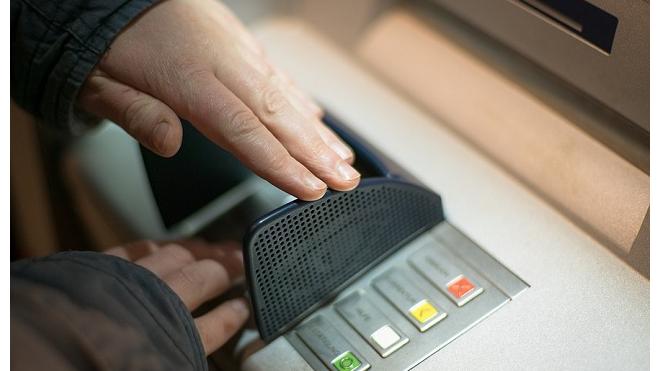 Центробанк обнаружил новый вирус, который считывает данные чипа с банковских карт