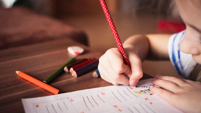 Власти Петербурга утвердили ежемесячных выплат семьям с детьми от 3 до 7 лет