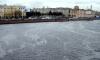 Утечка нефтепродуктов в Неву: в центре Петербурга с воды собрали уже 200 кг мазута