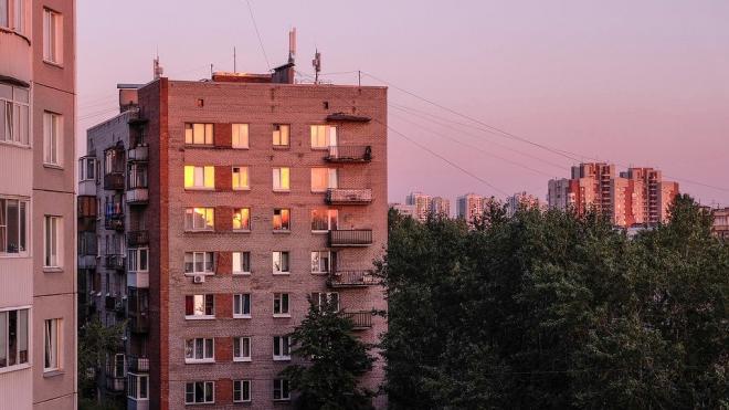 Под окнами многоэтажки на Академика Константинова нашли мертвого мужчину