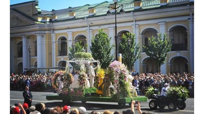 В Петербурге в День России прошел Фестиваль цветов