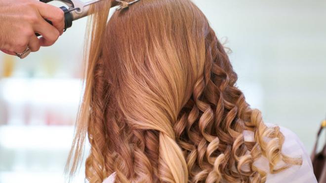 С 15 июня в Петербурге заработают парикмахерские и библиотеки