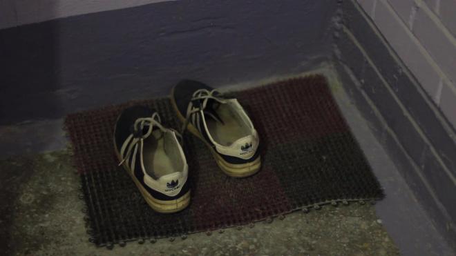 Таможенники Петербурга массово изымают поддельные брендовые кроссовки из ТЦ