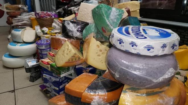 В Петербурге сожгли почти полтонны санкционных колбас, сыров и хамона