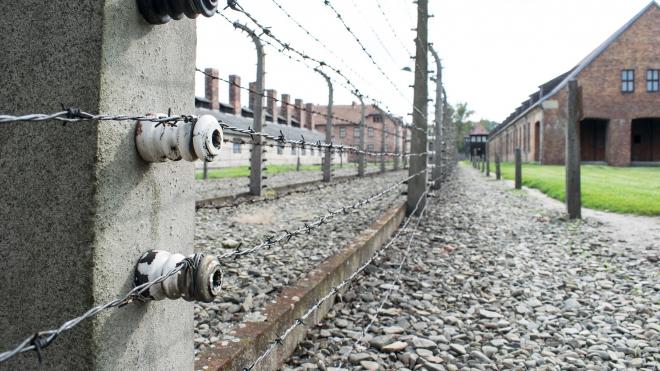 В Великобритании заключённые захватили два крыла здания тюрьмы