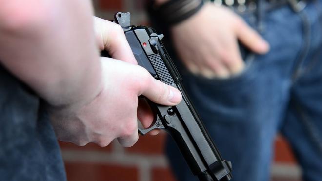 Петербургские торговцы напали на вооруженного грабителя