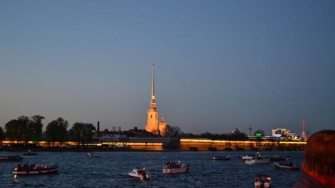 Прогулки по каналам и рекам Петербурга завершатся в конце ноября