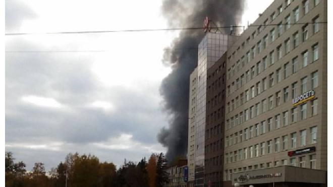 Фото: в Новосибирске горит здание на Станционной улице