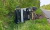 На Мурманском шоссе самосвал завалился в канаву