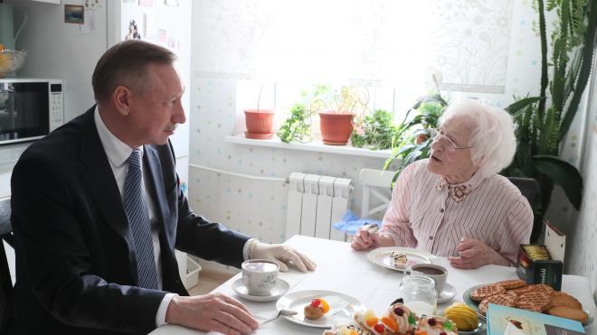 Губернатор поздравил петербурженку со 100-летним юбилеем