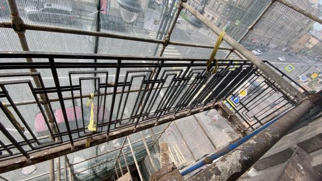 Оставшиеся после обрушения балконы на Кирочной улице срезали