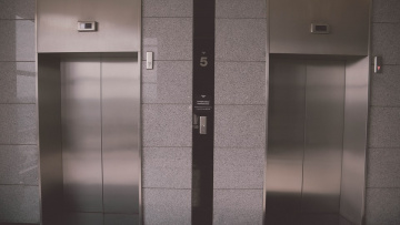 В Петербурге каждый год нужно менять не менее 4000 лифтов