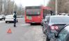 У Выборгского судостроительного завода рейсовый автобус №2столкнулся с легковушкой