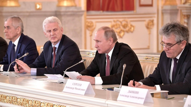 Беглов обсудил с Путиным проекты образования и науки в Петербурге