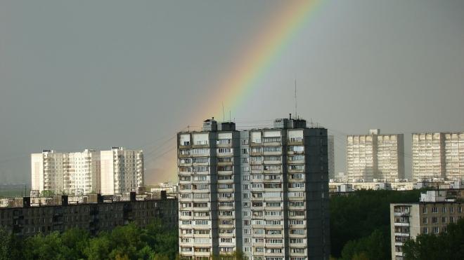 В Кировском районе женщина разбилась насмерть, спускаясь по простыням с восьмого этажа