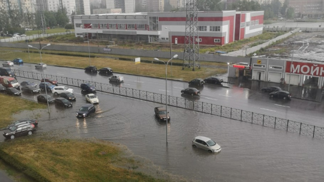"""На фоне прогноза """"Водоканал"""" подготовился к возможным подтоплениям в Петербурге"""