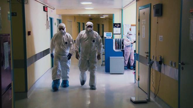 Врачи объясняли всплеск коронавируса в Петербурге