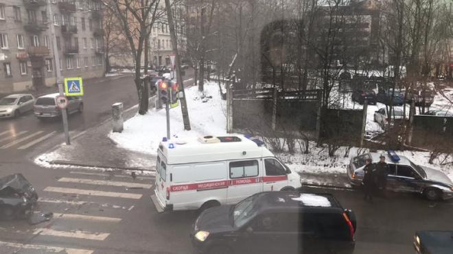 """В Выборге автомобиль """"полиции"""" столкнулся с хэтчбэком"""