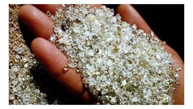 В Красноярске женщина нашла пакет с сотнями бриллиантов