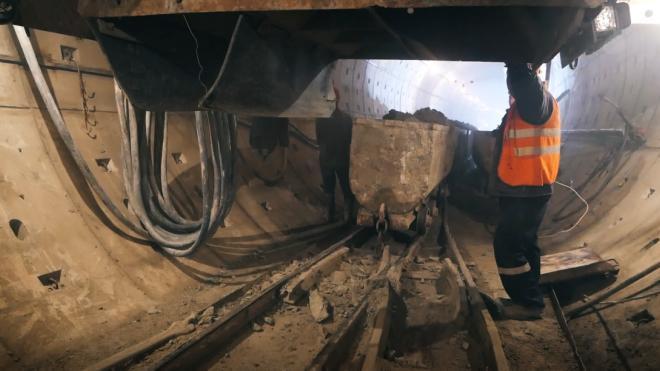 В шахте метро Петербурга произошло задымление