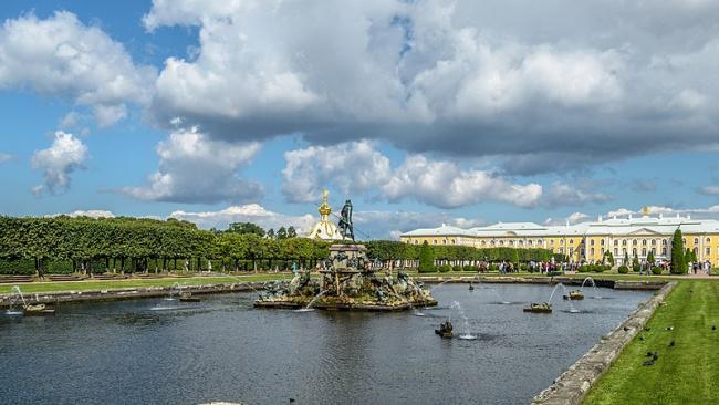 В Петергофе проведут первый этап работ реставрации парадного двора этого ансамбля - Верхнего сада
