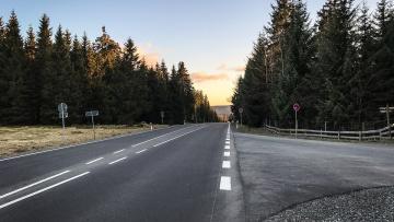 На дорогах Ленобласти начались массовые ремонтные работы