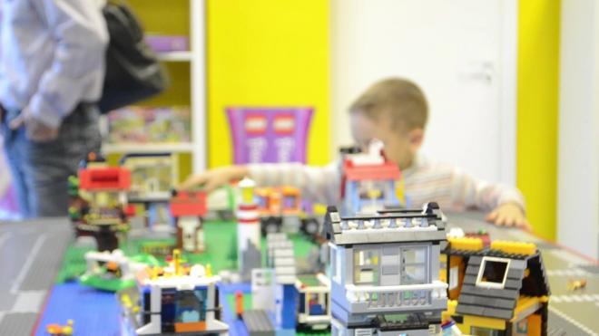 В Ленобласти родителям разрешили посещать детские утренники