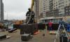 К приезду Путина в Петербурге вокруг памятника Гранину установили бронестекла