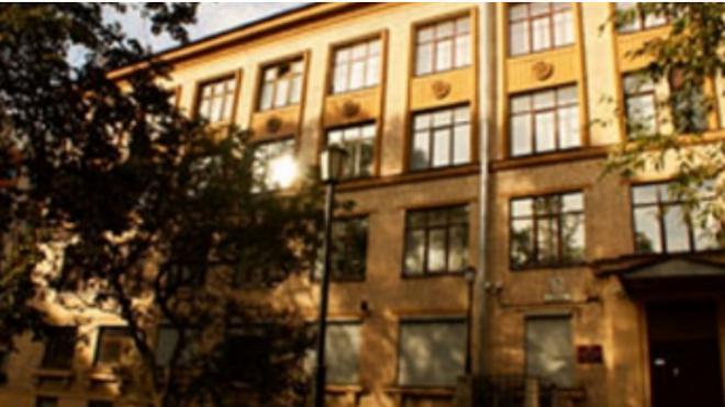 Ученики заступились за учителя петербургской школы, в которой из окна выпал восьмиклассник