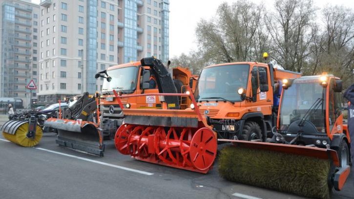 Власти Петербурга закупят уборочную технику почти на 3 млрд рублей